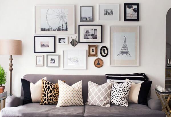 σαλόνι με πίνακες
