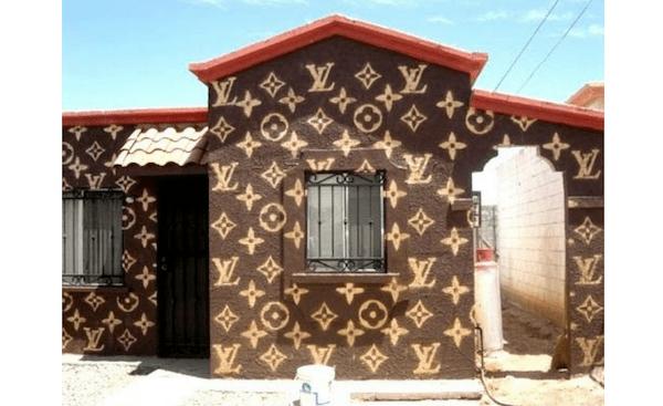 Βαμμένα περίεργα σπίτια