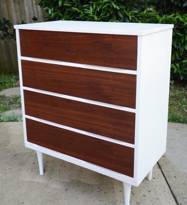 ξύλινη συρταριέρα