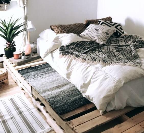 Διακόσμηση υπνοδωματίου παλέτες κρεβατιού
