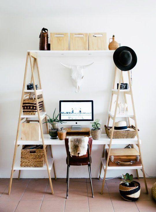 γραφείο από σκάλες και ράφια