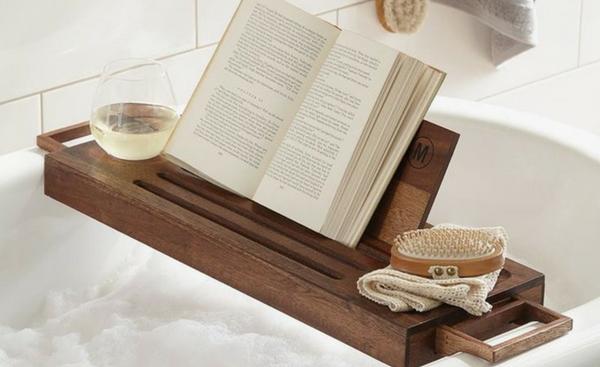 βιβλίο στη μπανιέρα