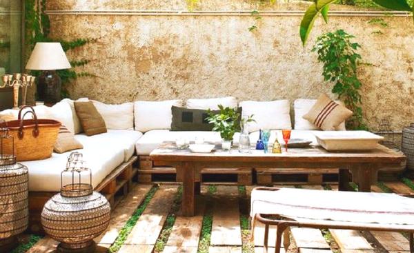 καναπές σε ταράτσα